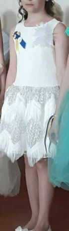 Нарядне випускне плаття