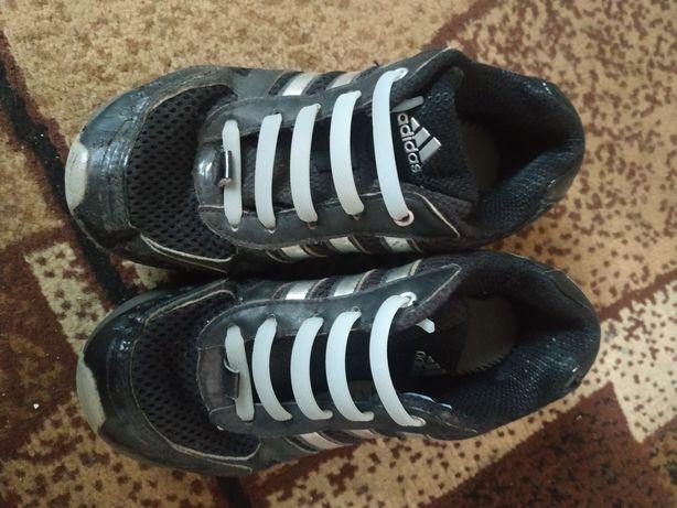 ,кросівки.          .