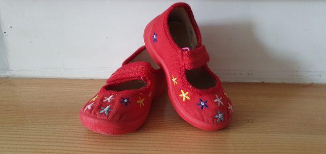 Kapcie buty domowe roz 22 czerwone w kwiatuszki MB skórzana wkładka