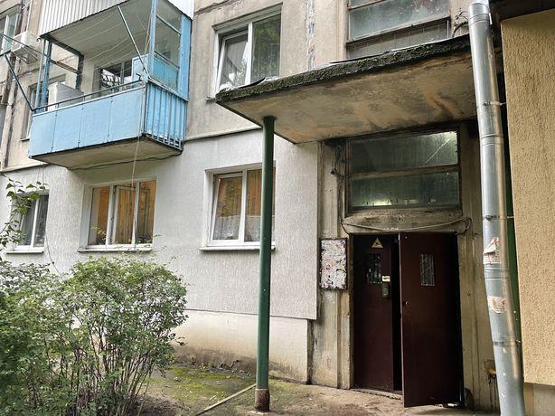 Продаж квартири Максимовича 2 кімнати