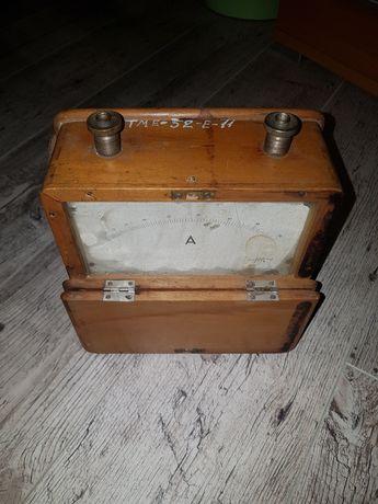 Stary drewniany amperomierz 50A