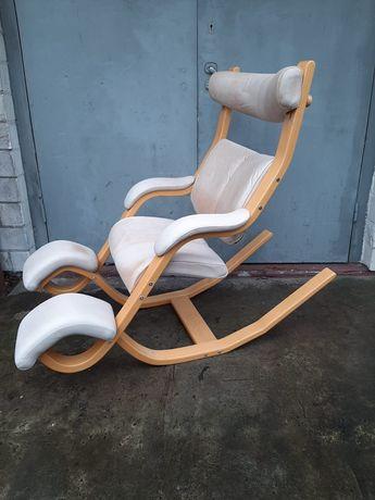 Ponadczasowy fotel krzesło Stokke Gravity Balance Peter Opsvik