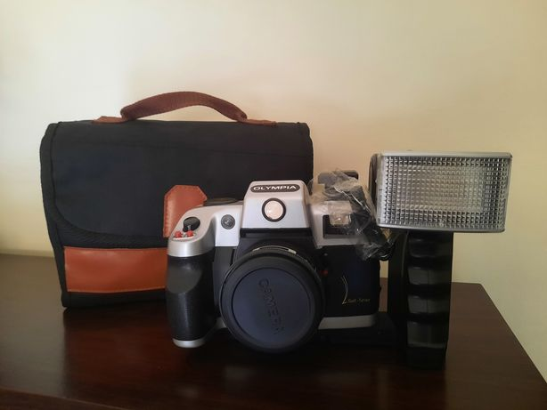 Máquina fotográfica Olympia 7000 SEL com flash e mala de transporte