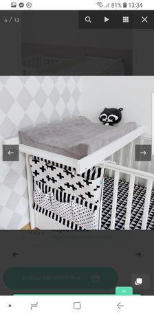Drewniany przewijak na łóżeczko z materacem firmy Woodies