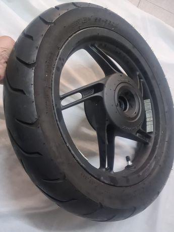 Honda pcx 125 roda de trás e pneu