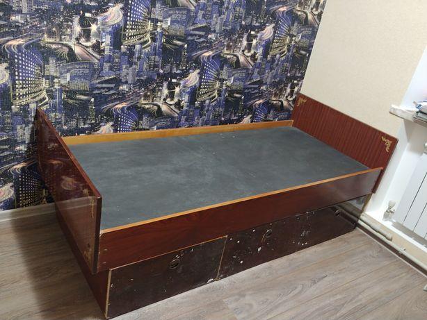 Кровать деревянная. с ящиками