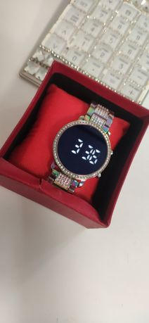 Elegancki Zegarek na bransolecie elektroniczny kolorowy
