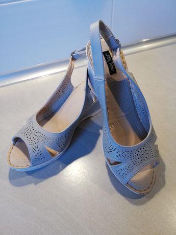 Nowe sandały na koturnie roz. 39