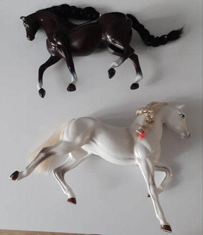 2 koniki czarny i biały