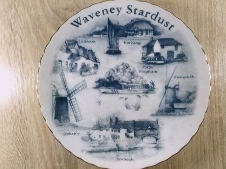 коллекционная тарелка Waveney Stardust