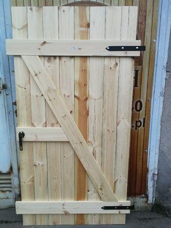 Drzwi piwniczne drewniane pełne