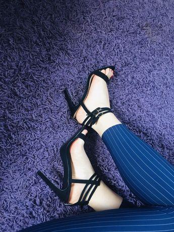 Sandałki na obcasie - szpilki. Buty damskie rozmiar 39 -nowe