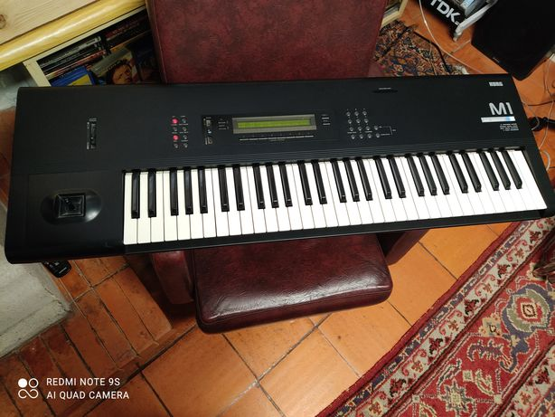 KORG M1 workstation sintetizador