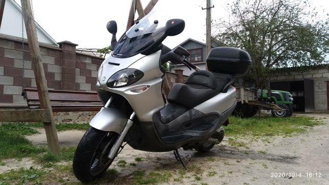максі скутер Piaggio x9 500