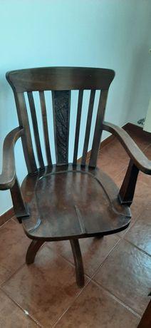 Cadeira de secretária giratória antiga