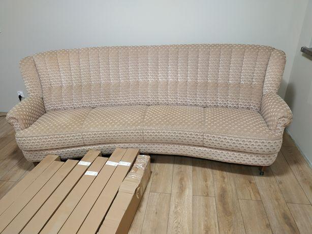 Wygodna sofa czteroosobowa