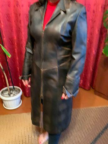 Чкіряне пальто на молнії