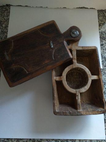 Tábua rara e antiga feita à mao para aperitivos