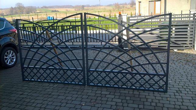 Brama wjazdowa skrzydłowa.