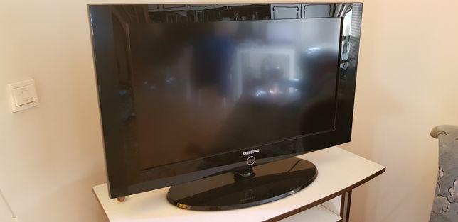 Telewizor Samsung LE32A330J1N z pilotem używany