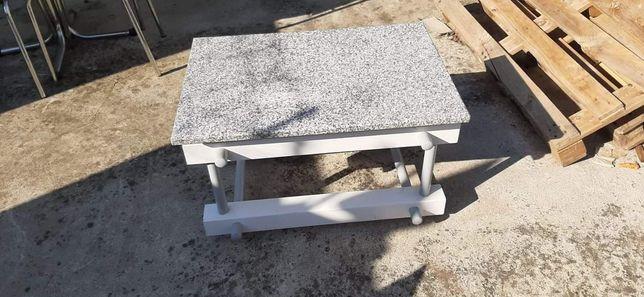 Mesa centro em granito