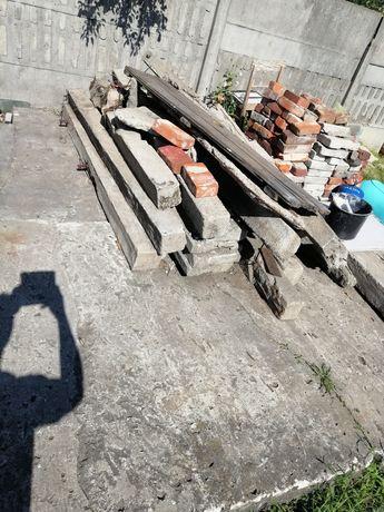 Słupy betonowe z drutem zbrojącym