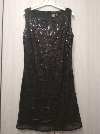 Чёрное, короткое платье в паетках