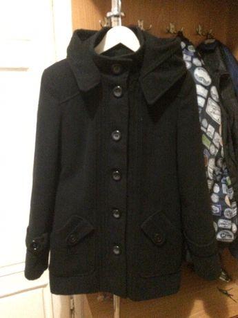 Пальто на осінь/весну.
