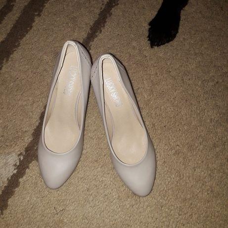 Buty kolor beżowy