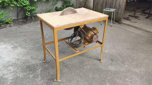 Piła stołowa z silnikiem Mez Mohelnice 2,2 kW