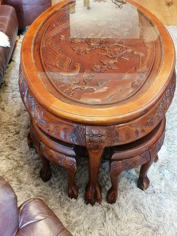 Stary drewniany rzeźbiony stolik kawowy