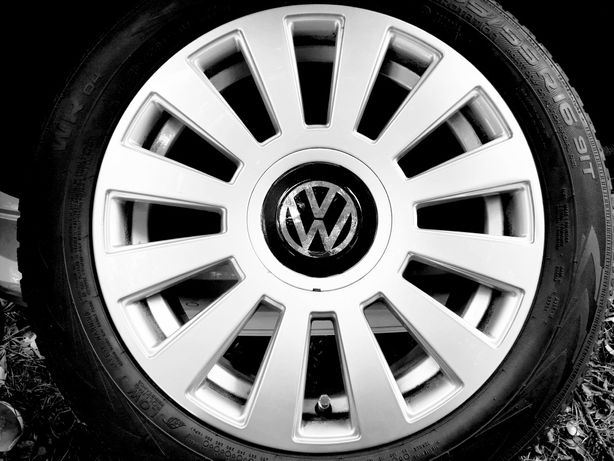 Koła aluminiowe z oponami zimowymi. Rozstaw  5x112 VW 16 cali.