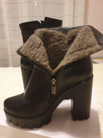 Зимние ботинки на платформе из натуральной кожи