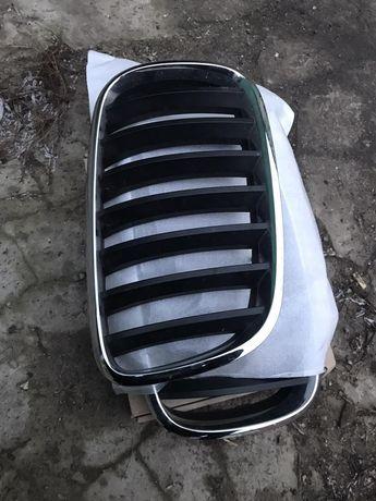 Решетка- ноздри на капот BMW X5 (оригинал)