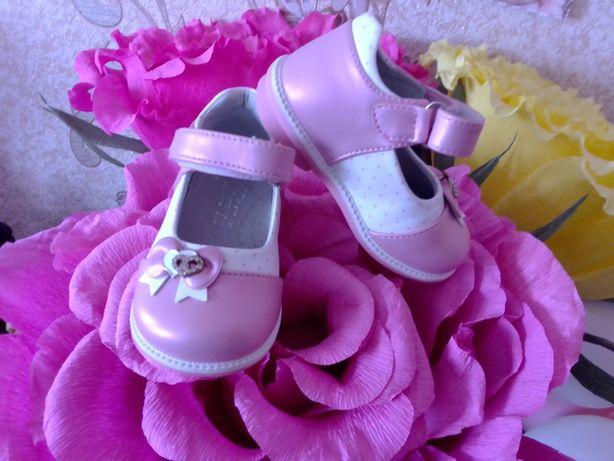 Продаються детские туфильки