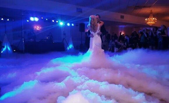 Cieżki dym, Taniec w chmurach, napis LOVE