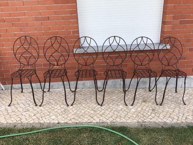 Cadeiras de jardim em ferro - efeito ferrugem