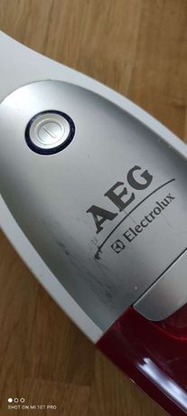 Пилосос вертикальний ручний AEG Electrolux