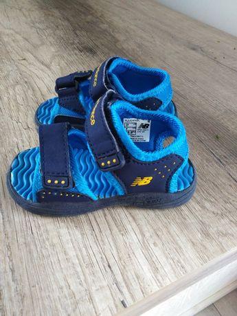 Sandałki dziecięce 23,5 New balance nowość