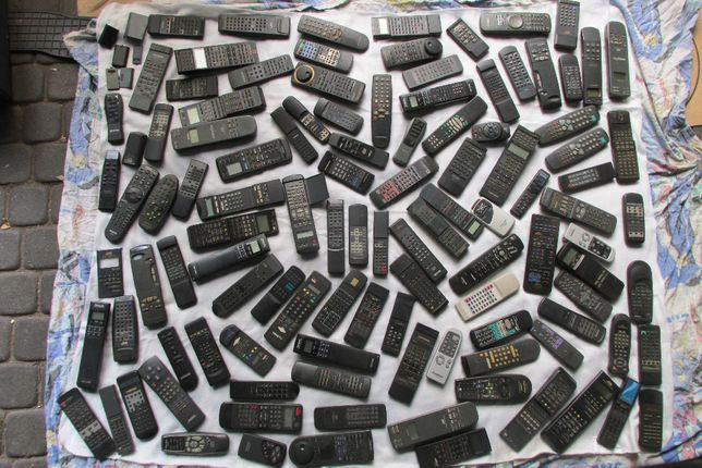 Piloty różne tv radia magnetofony dekodery wieże różne inne 110 sztuk
