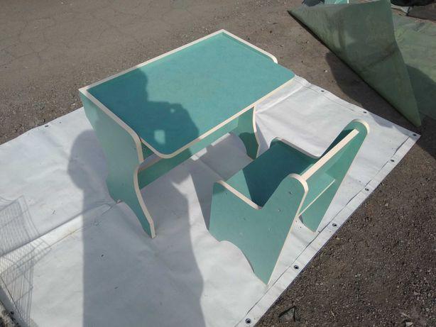 Продам детскую парту + стульчик , и детский столик + стульчик.