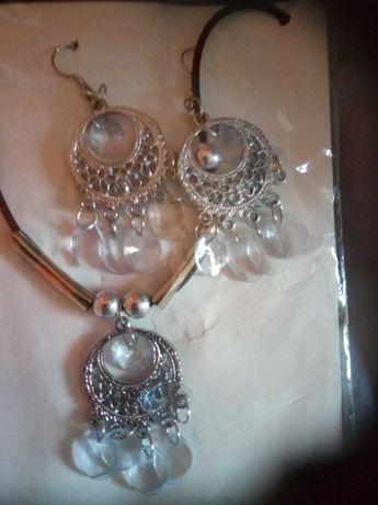 Kolczyki wisiorek naszyjnik komplet biżuterii kryształki kamyczki sreb