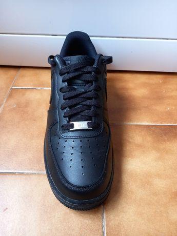 Nike AIR preto segunda mão novinho