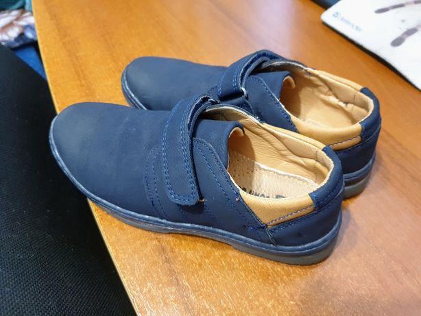Здравствуйте. Продам туфли на мальчика.Размер 31