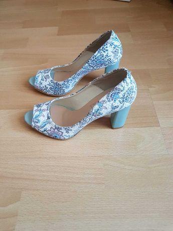 Skórzane buty, odkryte palce