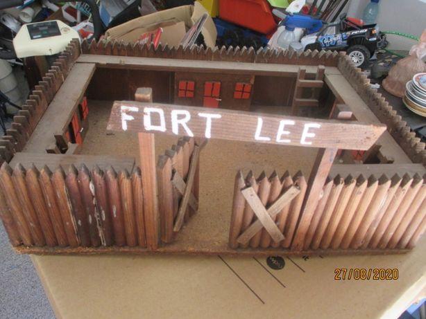 Brinquedo - Antigo forte em madeira - Fort Lee