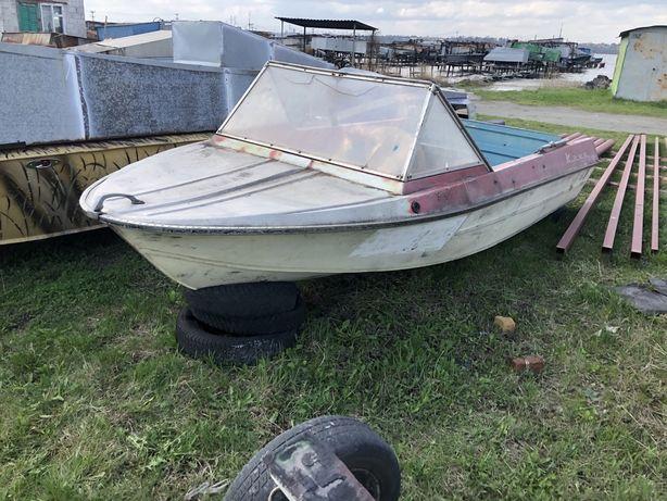 Продам лодку Крым в ролном цвете