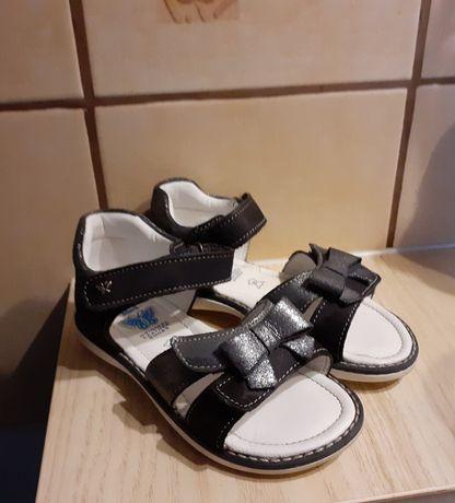 Sandałki skórzane firmy Lasocki Kids w rozmiarze 27 stan idealny