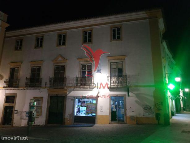 Prédio no Centro Histórico de Évora