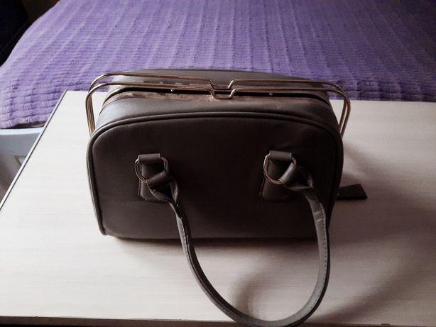 Szary kuferek torebka